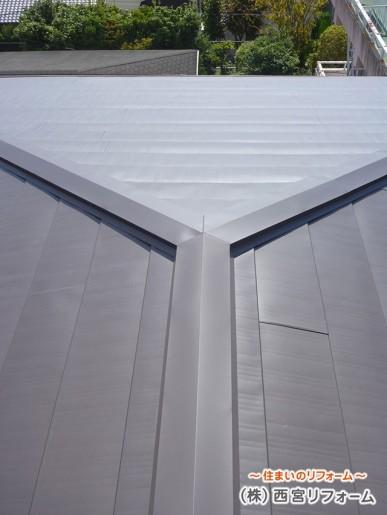 新しい屋根材を上貼りするカバー工法
