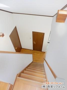 2階ホールと屋根裏収納の階段