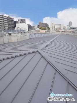 ガルバリウム鋼板は、丈夫で経年劣化の少ない鋼板