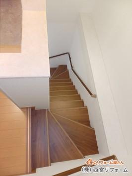 階段の笠木は化粧シート貼り