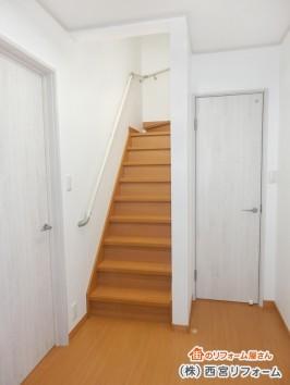 床は茶色 建具は白色のツートンカラー