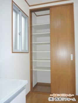 収納部分 可動式の棚板を設置
