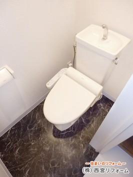 トイレの床も東リ製のフロアタイル