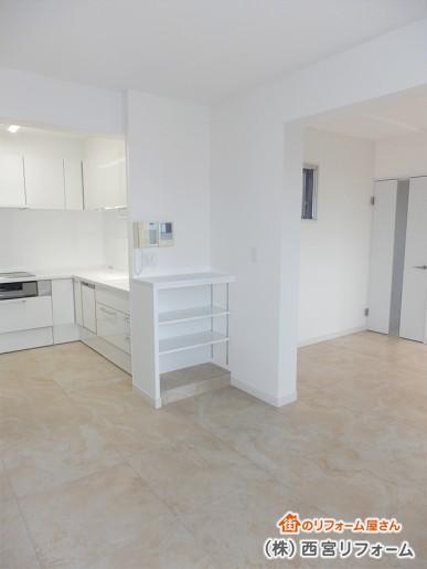 キッチンや建具の取替え 床暖房対応磁器質タイル仕上げ