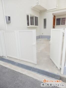 アプローチ、車庫のエクステリア門扉