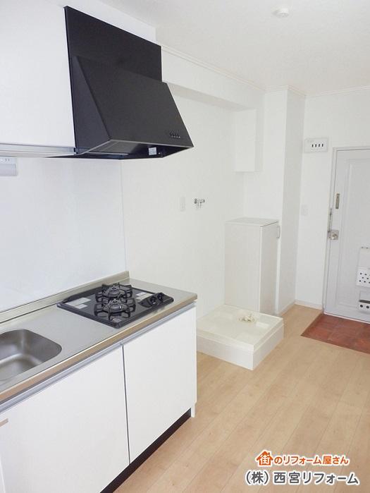 冷蔵庫と横並びに洗濯機置き場を新設