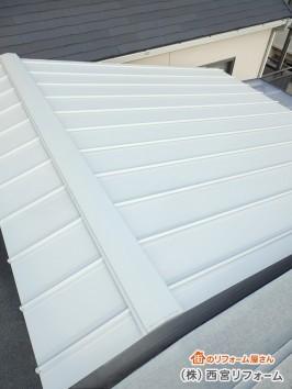 屋根材を上貼りするカバー工法