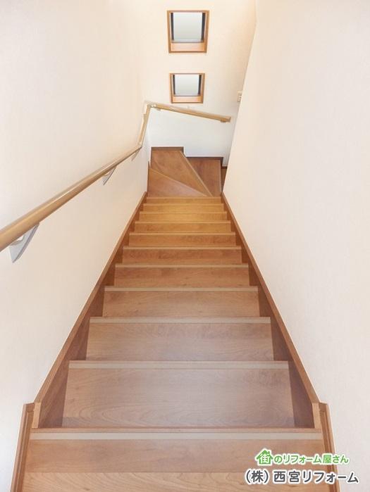 緩やかな階段に架け替え