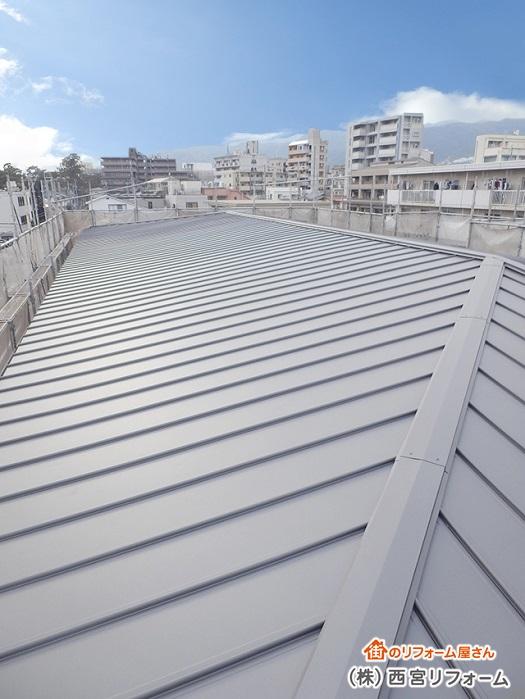 大屋根のカバー工法