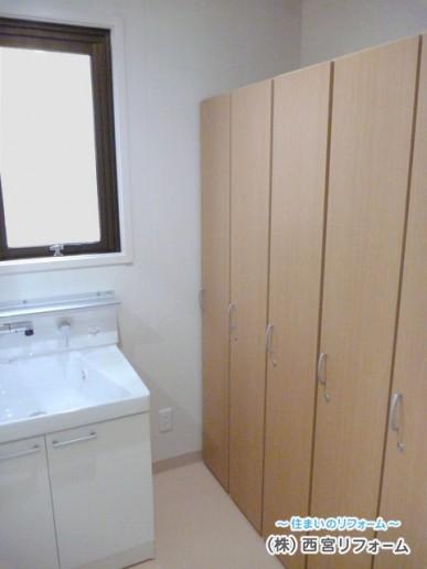 洗面化粧台の移設、木製ロッカーの設置