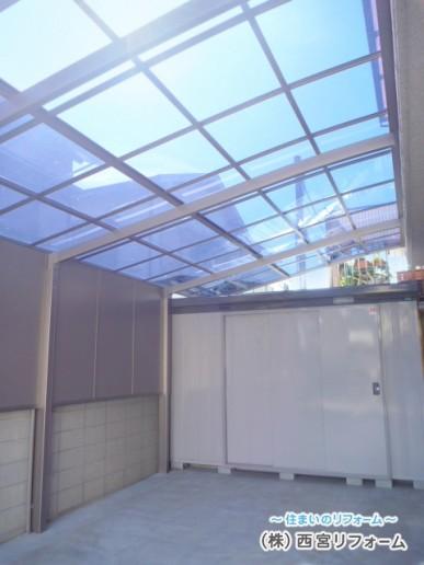 直射日光を和らげる熱線吸収ポリカーボネート板