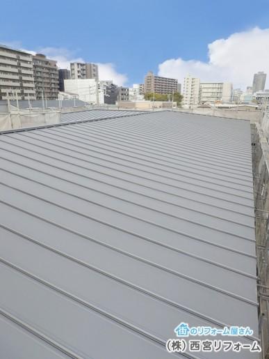 ガルバリウム鋼板の竪ハゼ葺きによるカバー工法