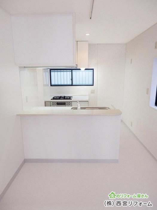 作業面積、収納面積を多くとれるII 列型キッチン