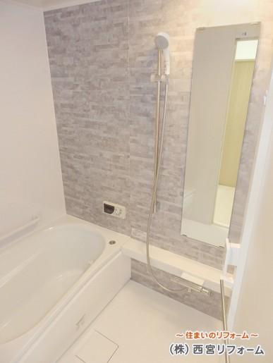 ほっカラリ床が人気のバスルームへ