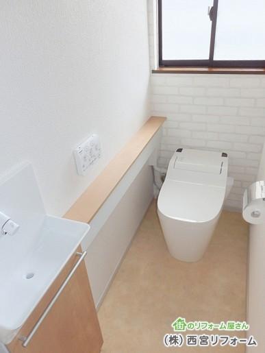 トイレ入口を使いやすく正面に変更