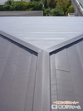 上から新しい屋根材を貼るカバー工法