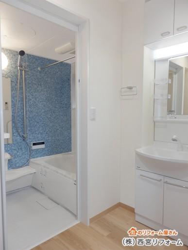 リフォーム後の洗面所と浴室