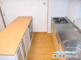 キッチンの足元には、床暖房を設置