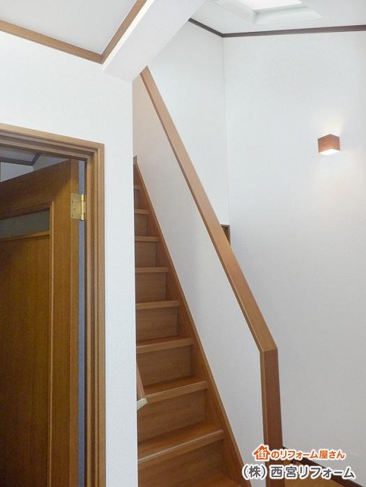 2階ホールから屋根裏収納へ