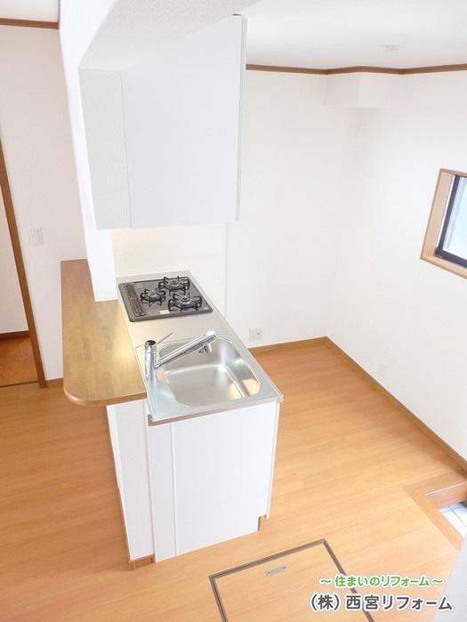 対面キッチン風にカウンターを設置