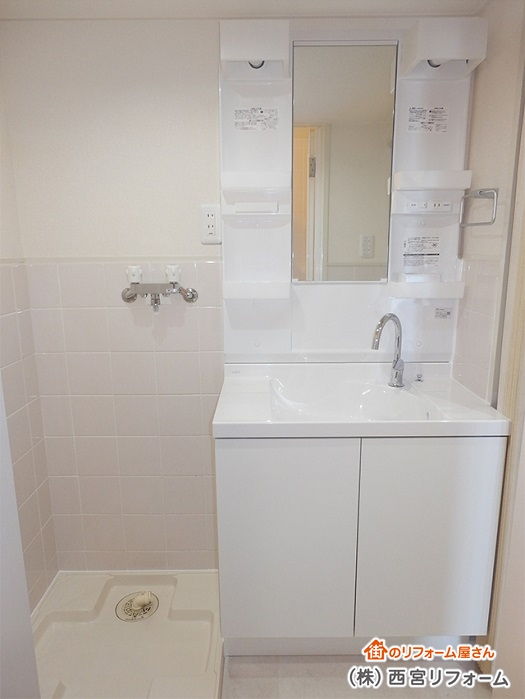 洗面化粧台と洗濯機パンをぴったり設置