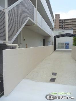 土間のコンクリート仕上げ、通路の高圧洗浄、ブロック塀をペイント