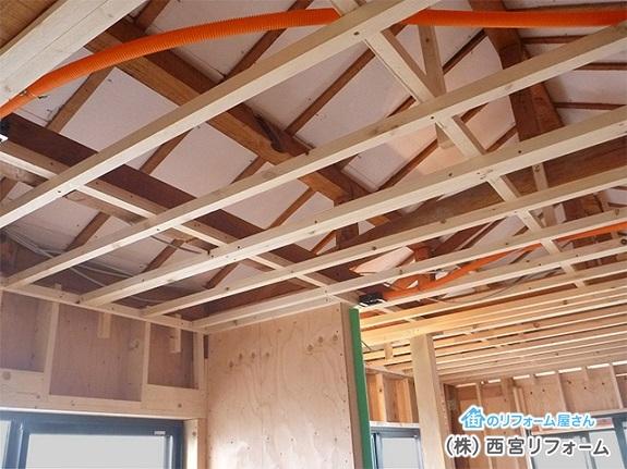 垂木と垂木の間に断熱材を施工